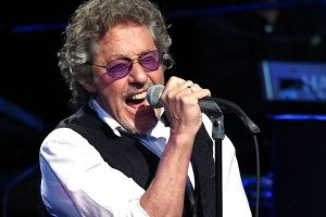 ROGER DALTREY Performing